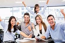 郑州富士康国庆节假期招聘安排:9月30至10月1号放假两天,10月2号开始正常招募,打卡55天,返费9000元。